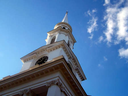Spire of an old New England church, reaching in to a blue sky Zdjęcie Seryjne