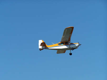 Single engine airplane, with landing gear down