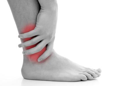 dolor muscular: Joven tener dolor en su tobillo