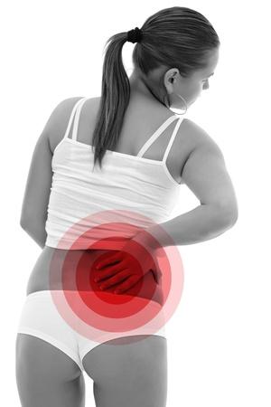 dolor muscular: Foto de una mujer con su mano en la espalda