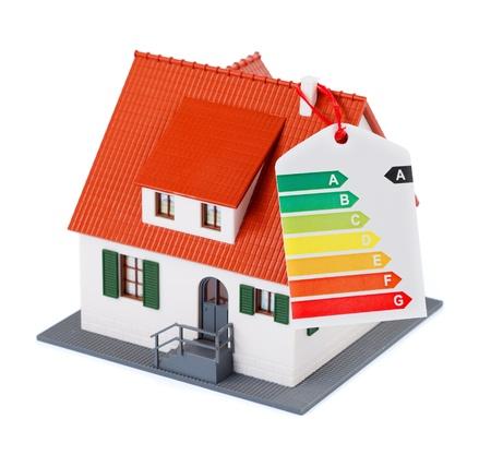 evaluacion: Casa en miniatura con la tabla de la eficiencia energ�tica