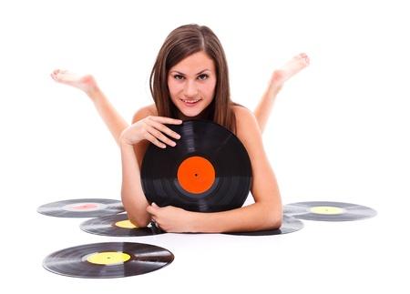 Nudo ragazza sdraiata sul pavimento con disco in vinile in mano