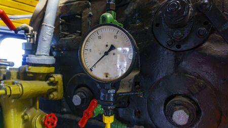 Close-up old pressure gauge in a steam engine locomotive. Banco de Imagens