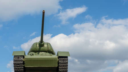 Tank T 34 against the blue sky stands on the podium. Monument of World War II of the legendary victory tank. Space for text. Foto de archivo
