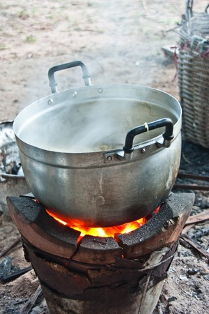 boiling water: Rice and catering of the rural people. Always use charcoal cooking. The food is cooked to taste something good. Become self-sufficient life of the villagers.