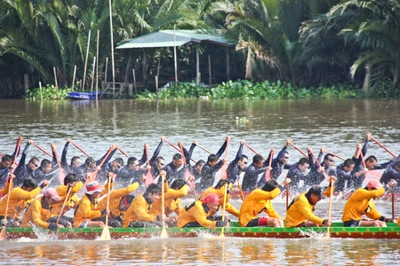Long as water sports, boat races are held annually. In the province of Chachoengsao. An annual event here. You can draw many visitors. Editorial