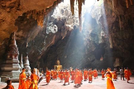 la atracci�n tur�stica en Tailandia tiene un mont�n de y es muy popular en todo el mundo de la persona que Tailandia es una ciudad sonr�e, una sonrisa que Siam ciudad un extranjero quiere venir a continuaci�n, hacer una gira en Tailandia Editorial