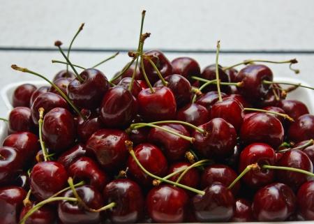 public health: Sabores de cereza roja brillante fruta, sabor dulce. A medida que la popularidad de los beneficios de salud p?ca Foto de archivo