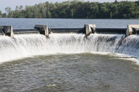 La construcci�n de una represa artificial. Para almacenar agua durante la estaci�n seca, hay muchos gran y peque�a escala por las condiciones locales y el terreno.