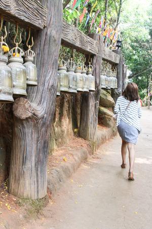 La campana es un s�mbolo de la fe religiosa se utiliza para saber la hora. Otra se�al sonora y la abundancia. Necesidades grandes y peque�as