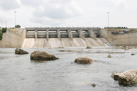 Dam (English: dam) is for the construction of a large dam water. More than half of the main river dams around the world will have to take advantage in any way.