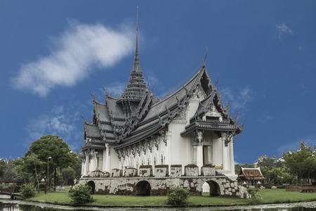 Temple, temple or monastery is a Buddhist monastery in Thailand, Cambodia and Laos as that of a monk. And of worship of Buddhists The temple is a Buddhist temple photo
