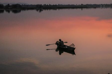 fischerei: Fischerei oder Fischereimanagement bedeutet Menschen f�r Fische oder andere Wassertiere zu fangen.