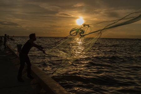 pesquero: Pesca o la pesca gesti�n de medios humanos para la captura de peces u otros animales acu�ticos.