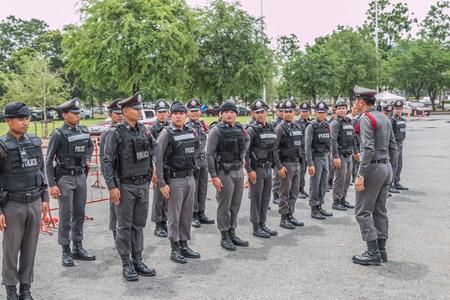 delito: El nombre de las autoridades policiales. Es responsable de patrullar detenci�n mantenimiento de la paz y reprimir el delito. Llam� a la polic�a de guardia como sheriff. Editorial
