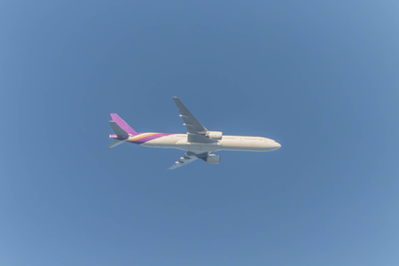 Air travel is the vehicle that can fly in the air (aircraft) by the aircraft is a heavier-than-air aircraft.
