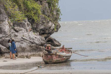La pêche signifie la gestion humaine de la pêche ou d'autres animaux aquatiques, l'entretien des poissons d'ornement et la transformation en produits de la pêche tels que l'huile de poisson. Banque d'images