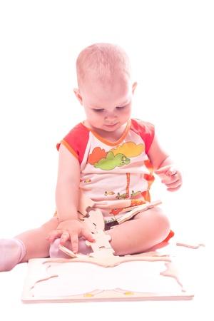 Meisje speelt met puzzel Stockfoto - 9636791