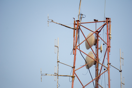 Communication post with so many frequency radio antennas. Foto de archivo
