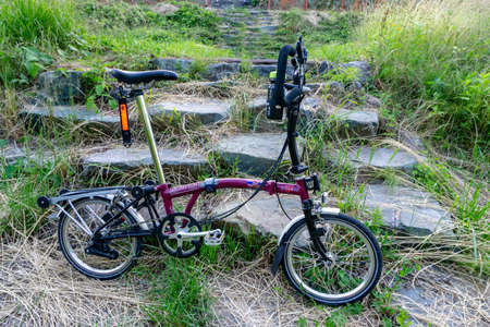 GEOJE, SOUTH KOREA - JUNE 15, 2017: Brompton folding bike park on the rock step in the suburb of South Korea. Redakční