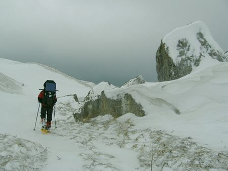 Guide on winter mountaineering in Caucasus Stock Photo - 379096