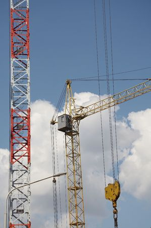 housebuilding: Cranes on the building