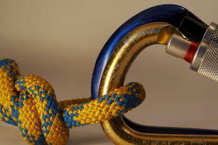 moschettone: Nodo di corda e moschettoni