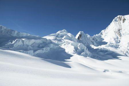 grandeur: Snowcowered high cordillera mountain