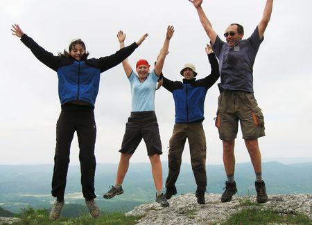 springende mensen: vier mensen springen