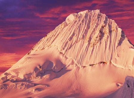alpamayo: Alpamayo peak in Cordilleras mountain