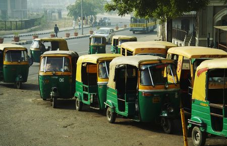 rikscha: Mototransport in Neu-Delhi