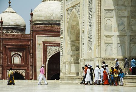 mumtaz: Indian people in Taj Mahal palase