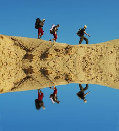 going in: Grupo que entra en desierto de la arena Foto de archivo