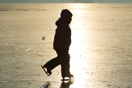 wintersports: Girl-skating silhouette