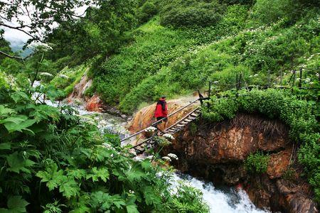 kamchatka: Hiker sulla molla calda in Kamchatka Archivio Fotografico