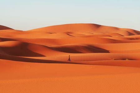 berber: Alone berber in Sahara desert Stock Photo