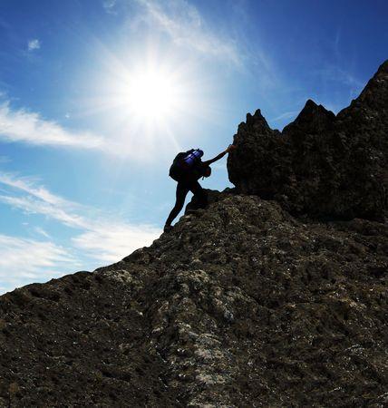 登る: 女の子が登っている岩の上 写真素材
