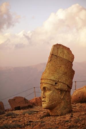 archeology: Nemrut Dagi heats in Turkey