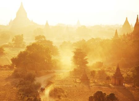 birma: Bagan bij zonsondergang in Myanmar