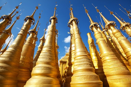 stupas: Stupa buddisti in Birmania, Lago Inle Archivio Fotografico