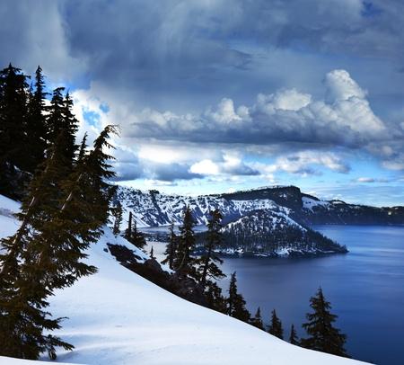 paisajes: El lago del cr?ter Foto de archivo