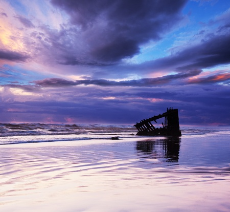 Sea wreck photo
