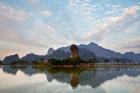 birma: klooster op het eiland in Myanmar