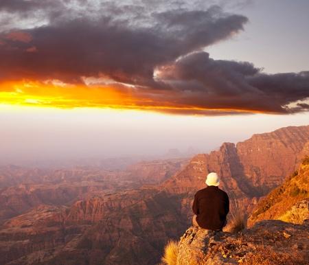 Escursionista in montagna Simien, in Etiopia