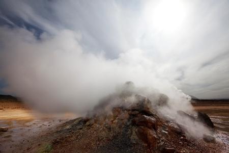fumarole: Fumarola en el campo de Namafjall, Islandia