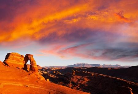 arcos de piedra: Arco en el Parque Nacional Arches, Utah. Foto de archivo