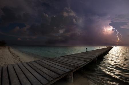 tormenta en la playa