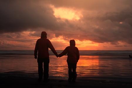 companionship: Pareja en la puesta de sol