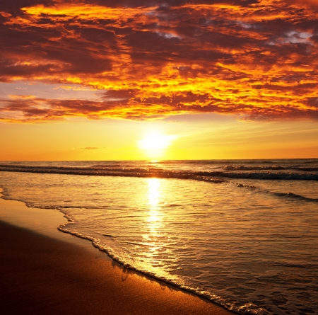 sea sunset 版權商用圖片 - 13611274