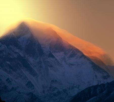 mountain pass: Everest